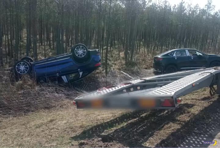 Автовоз разбросал Geely в Могилёвской области