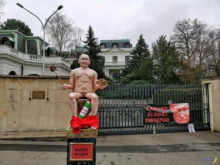 В Праге установили памятник Путину