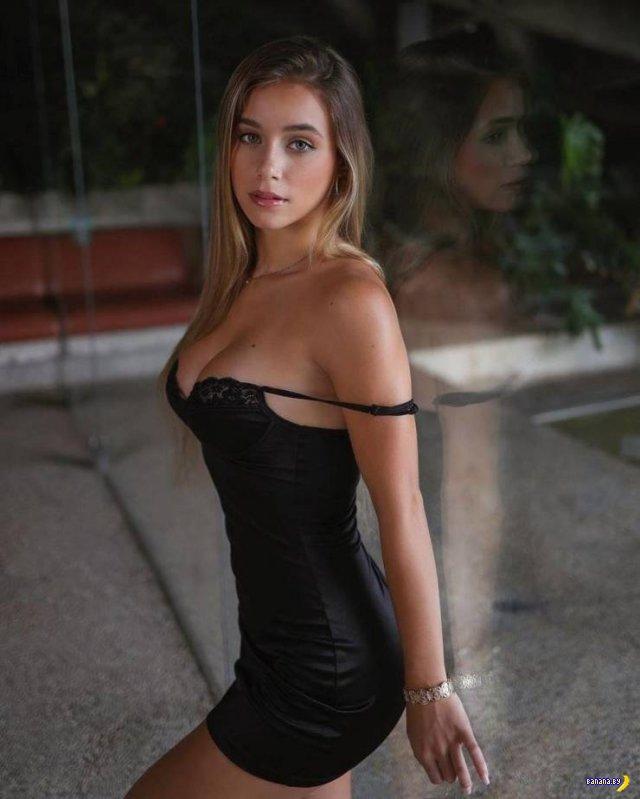 Не слишком ли откровенные платья?