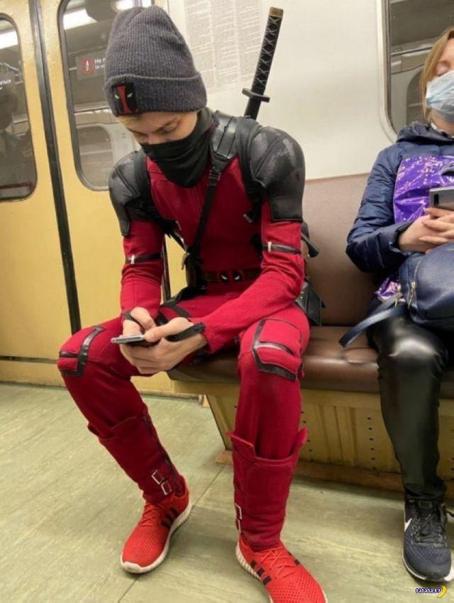Модники в метро - 77