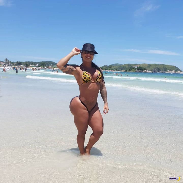 Ванесса Атайдес и её мега-булки
