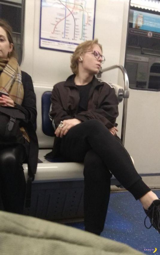 Модники в метро - 93