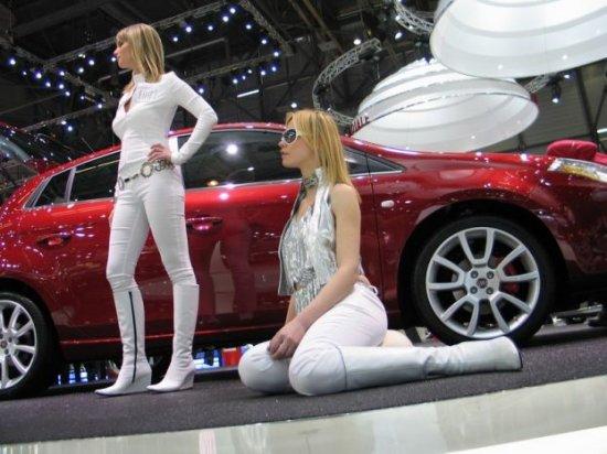 Девушки с автошоу в Женеве