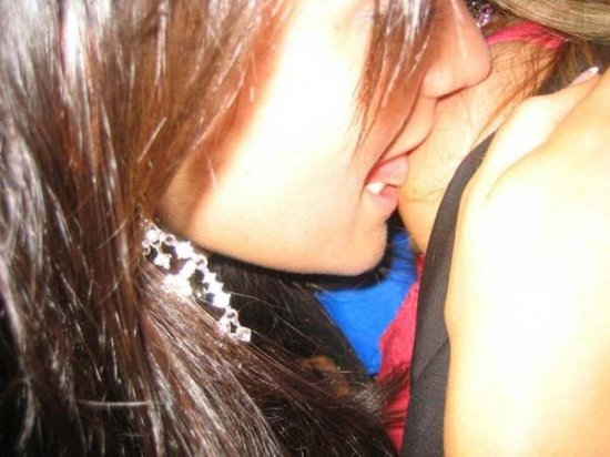Целуются девушки (подборка)