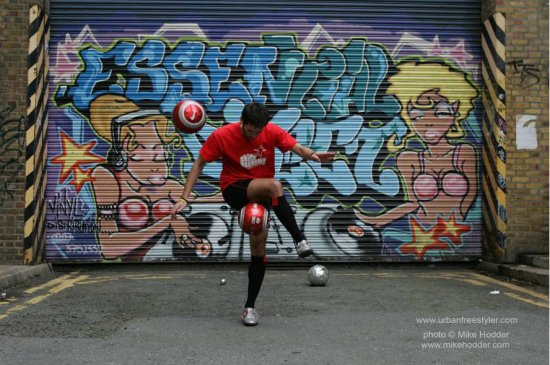Football freestylers