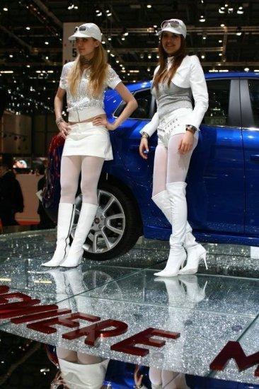 Девушки с автошоу