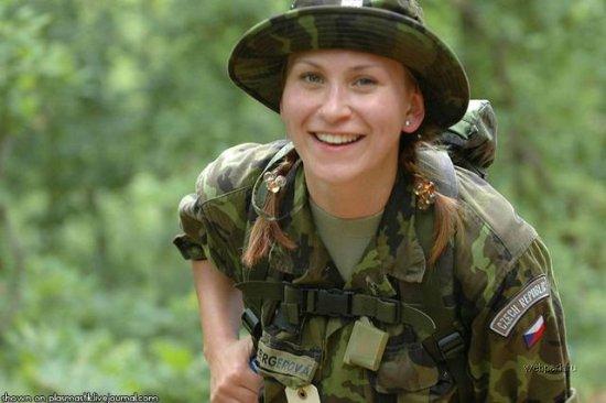 Девушки армий мира