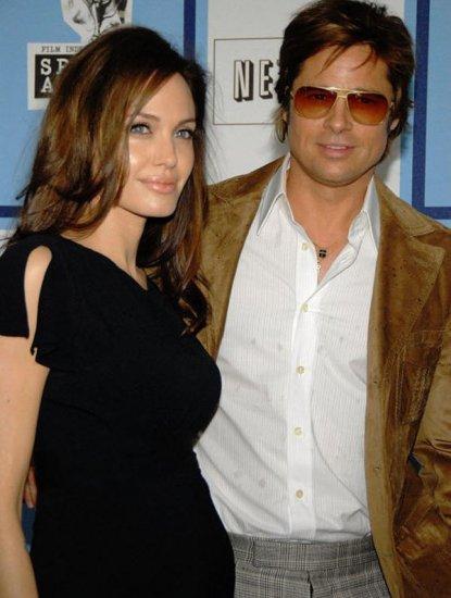 Беременная Джоли и счастливый папа Брэд