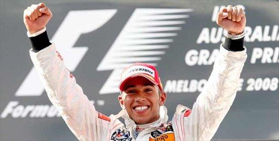 Льюис Хэмилтон выиграл первую гонку «Формулы-1»