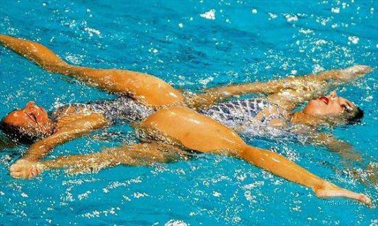 Веселое синхронное плавание