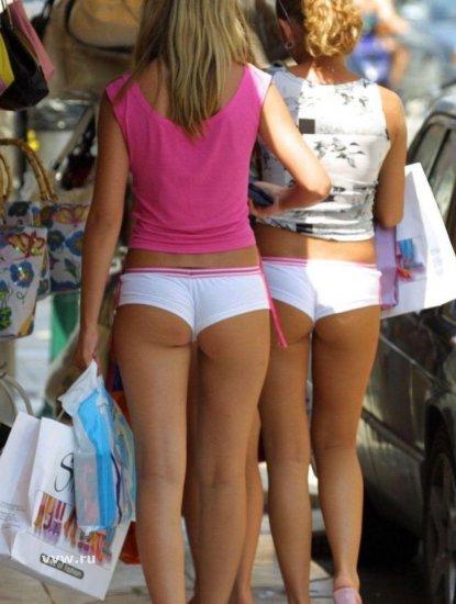 Интересные летние девушки на улице