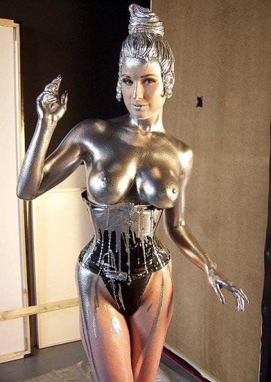 Dita Von Teese в серебре