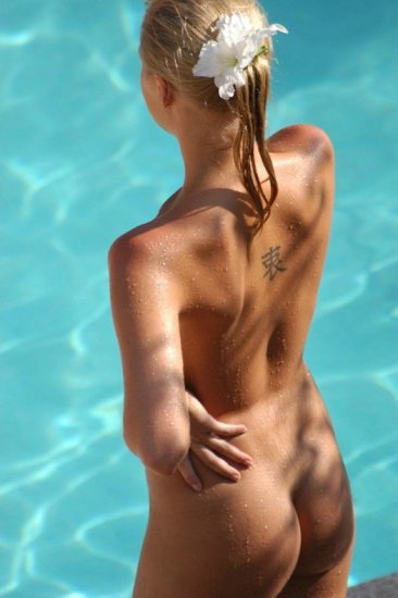 Девушки и бассейн