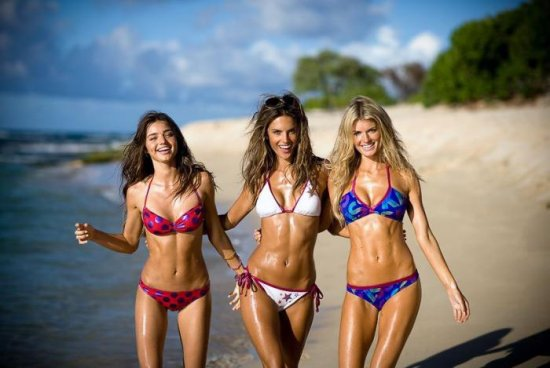 Alessandra Ambrosio с подружками