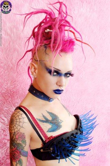 ГоловоЛомка - подборка необычных причёсок и бодиартов