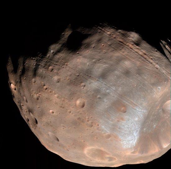 Аппарат НАСА сфотографировал спутники Марса