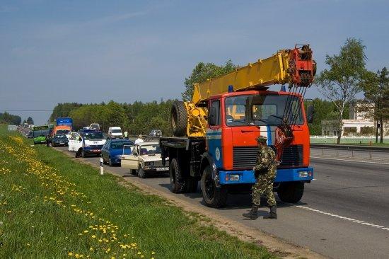 БМВ на бешеной скорости влетело в такси на Могилевском шоссе. Один человек погиб, пятеро - в больнице