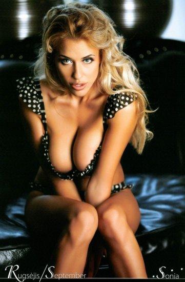 12 Hot Blondes Calendar