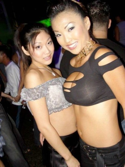 Что делают девушки в клубах