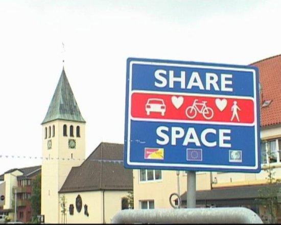 В немецком городке отменили правила дорожного движения