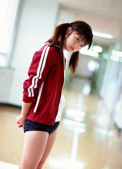 Yuko Ogura. Школьная тематика и рядом c ней