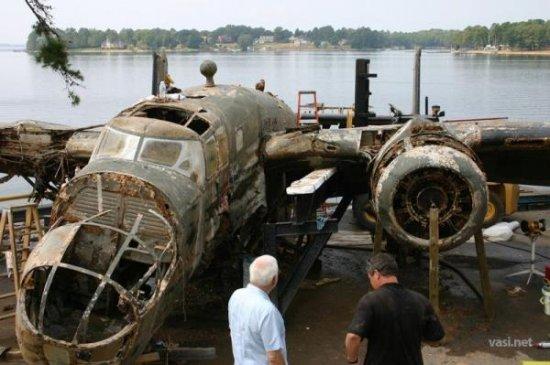 Частный коллекционер поднял бомбардировщик со дна озера