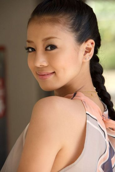 Yuu Abiru: gravure idol, actress, singer