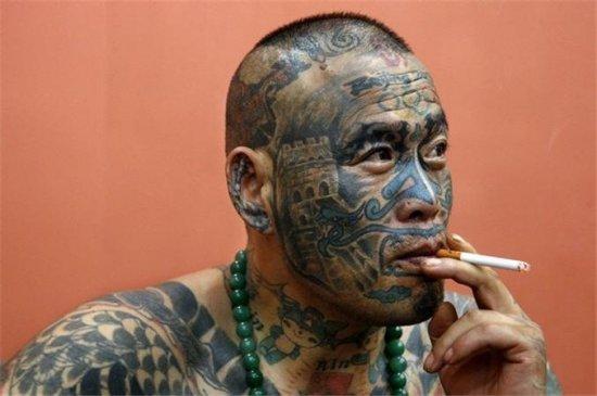 Лиу Минг из Пекина маньяк на татуировки
