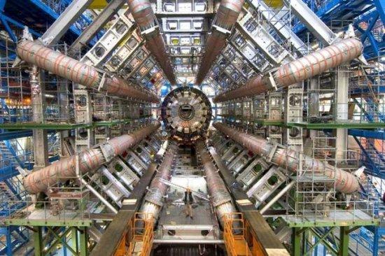 Запуск Большого адронного коллайдера (БАК), обещанный на 8 июля, не состоялся. Но большой страх остался