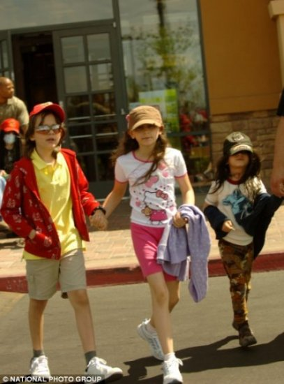 Кто гуляет с детками?