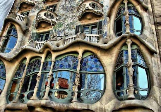 Антонио Гауди - волшебник из Барселоны