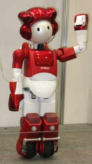 Робот EMIEW2: пешком и на колесах