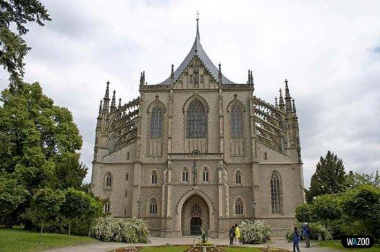 Церковь на костях