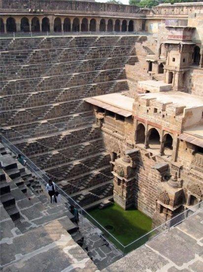 Колодец Chand Baori в Индии