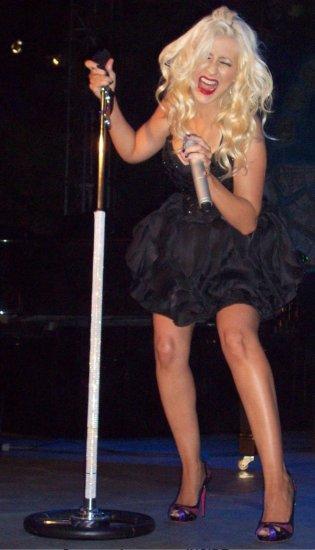 Christina Aguilera дает жару на корпоративе в Мозыре