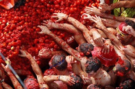 Томатное сражение Ла Томатина (La Tomatina) в Буньоле