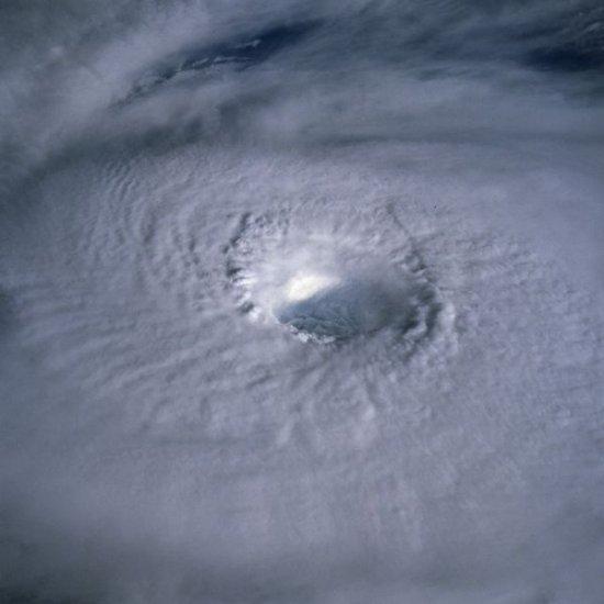 Ураганы - взгляд на мощь стихии с орбиты