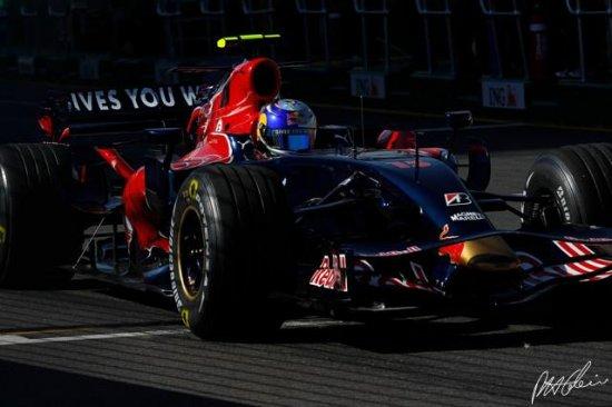 Немец из итальянской команды выигрывает гонку в Монце!!!