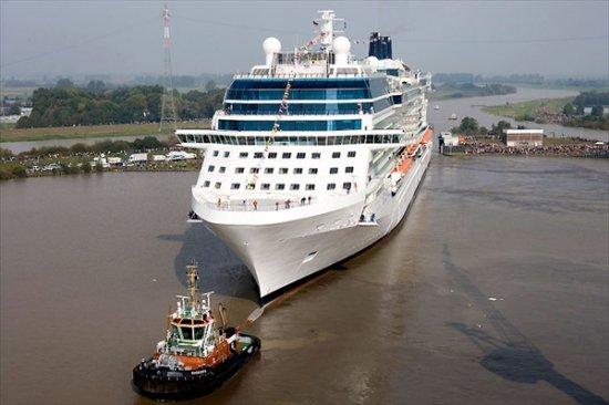 Круизный лайнер Celebrity Solstice уходит в плавание