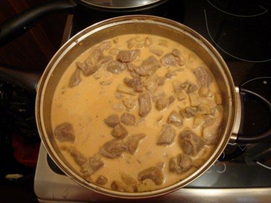 Мясо в сырном соусе