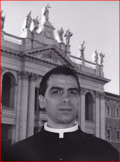"""Ватикан выпустил календарь с """"гламурными"""" священниками (фото)"""