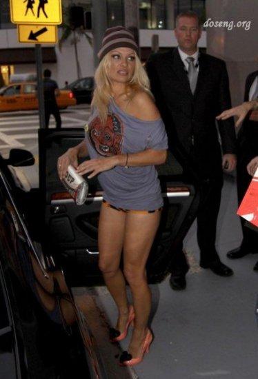 Памела Андерсон забыла надеть штаны