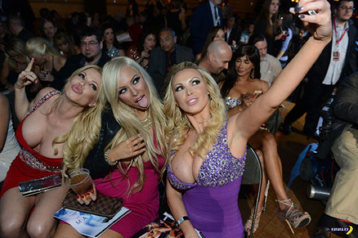 Hollywood party finds a group of pornstars kickstarting an orgy № 1058693 без смс