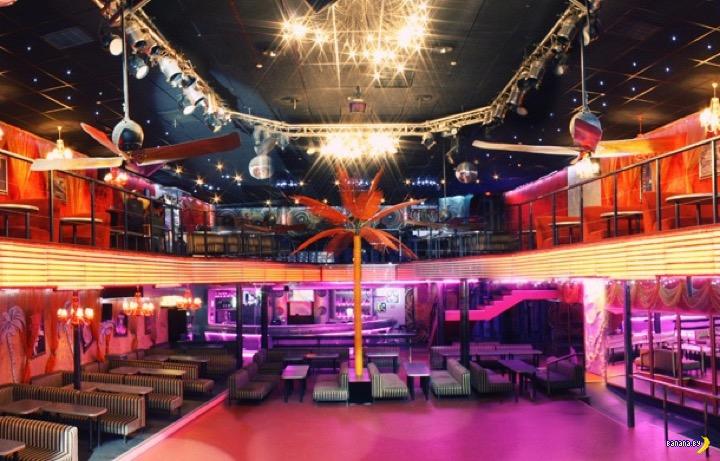 В ночном клубе чикаго speaking клубы в москве